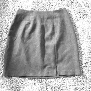 Classy style fitted/ back zip pencil skirt